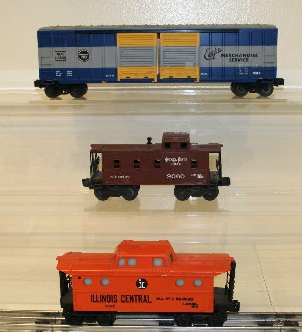 818: Lionel O Scale Lot of 3 Cars 2 Cabooses & 1 Box Ca