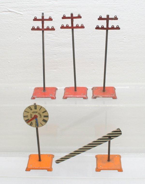 1017: Lionel Prewar Signal-Crossing Gate-Telephone Pole