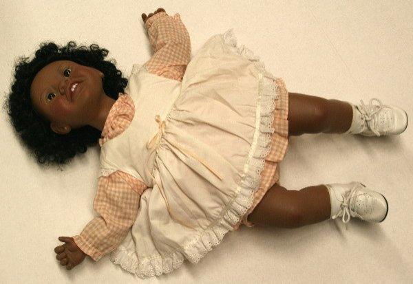 1514: Amanda signed by Lee Middleton vinyl black doll