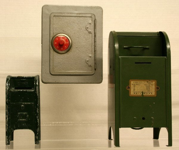 1521: 2 mailbox banks & 1 safe bank with alarm that goe