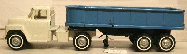 "1522: 22 1/2"" ERTL Truck white cab with blue trailer"