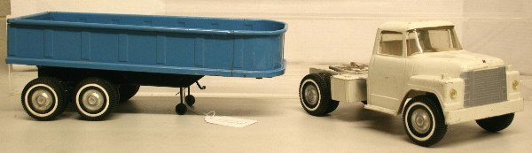 "1522: 22 1/2"" ERTL Truck white cab with blue trailer - 2"