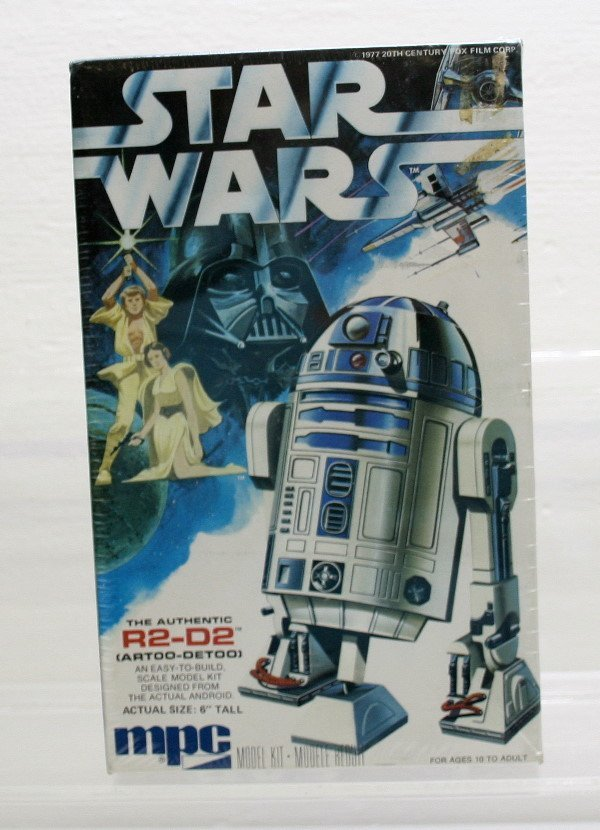 1675: Star Wars MPC R2-D2 Model Kit Sealed