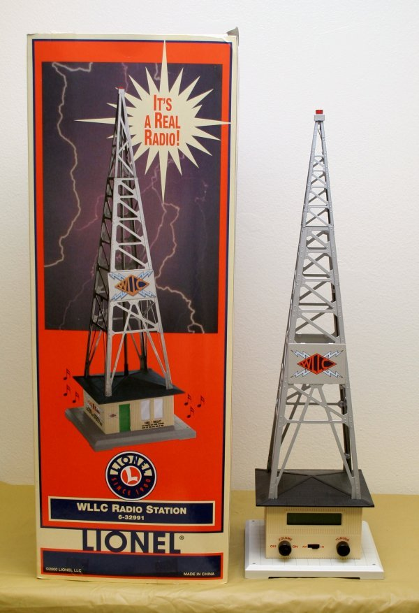 2604: Lionel O Gauge Radio Station 6-32991
