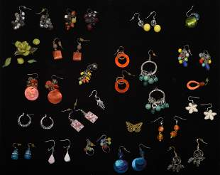 Mixed Lot of Costume Jewelry.