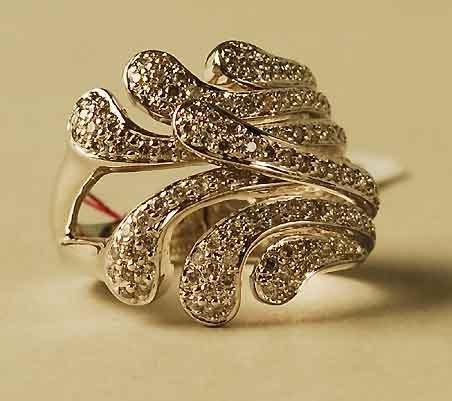 303: 14kt Gold Diamond Flower Fronds Ring