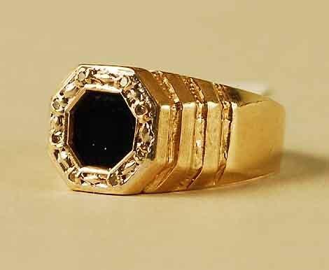 304: 14Kt Gold Diamond Onyx Ring
