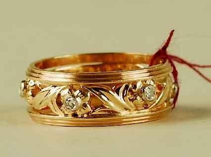 307: 14kt Flower Foliate Gold Diamond Ring