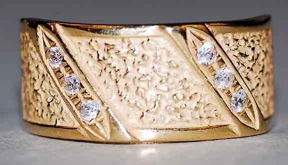 310: 14kt Gold Diamond Ring