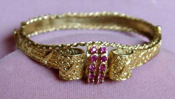 312: 14kt Gold Bow Tie Ruby Bangle Bracelet