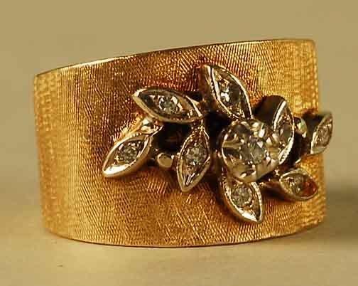 321: 14kt Satin Finish Gold Diamond Ring