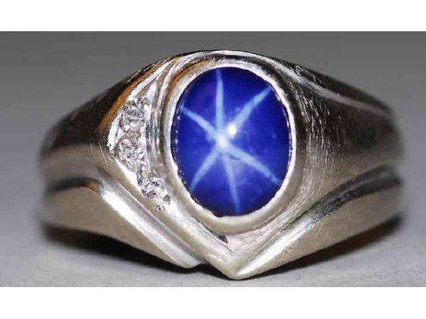 329: 14kt Gold Diamond & Star Sapphire Ring