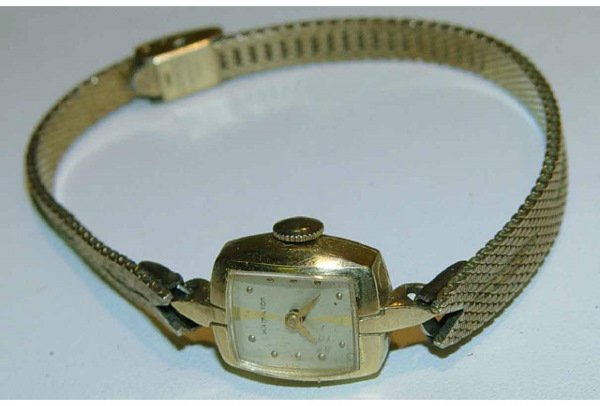 1000: 14kt Gold Lady's Hamilton Dress Watch
