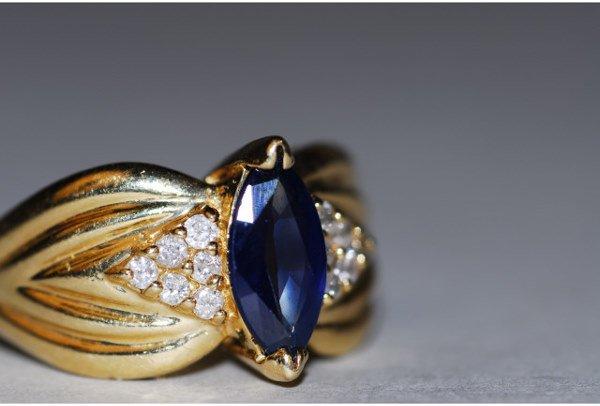 1001: 14kt Gold Diamond & Sapphire Lady's Ring
