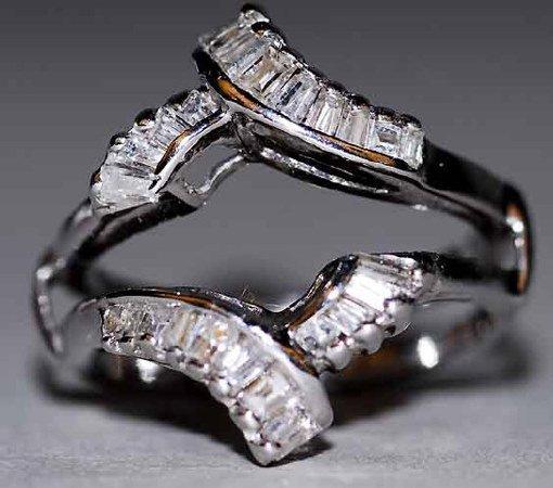 1002: 14kt Gold & Diamond Lady's Ring