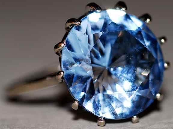 1007: 10kt Gold Natural Zirconium Ring