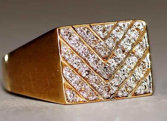 1011: 14kt Gold & Diamond Lady's Ring