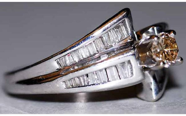 1012: 14kt Gold & Fancy Center Diamond Ring 1ct to