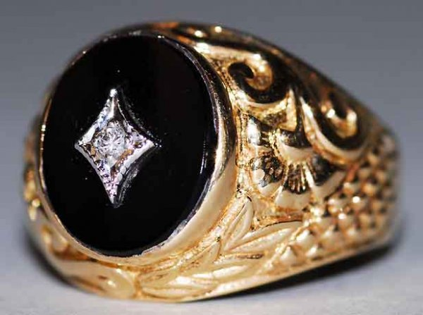 521: 14kt Gold Diamond & Onyx Lady's Ring