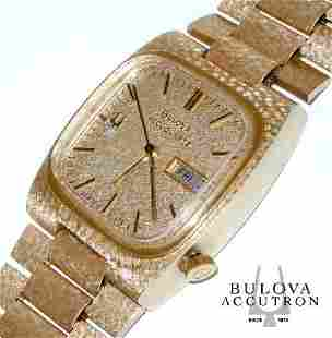 MENS 14KT GOLD DIAMOND BULOVA ACCUQUARTZ DAY DATE WATCH