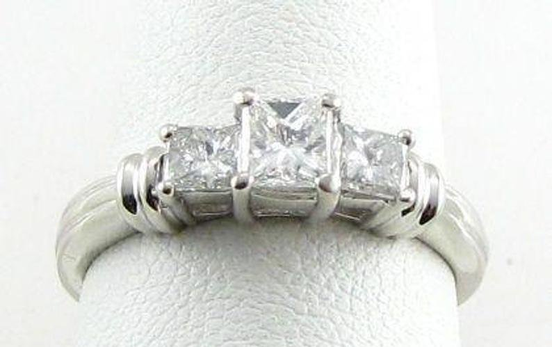 1.05CT DIAMOND PLATINUM 3 STONE RING ENGAGEMENT RING
