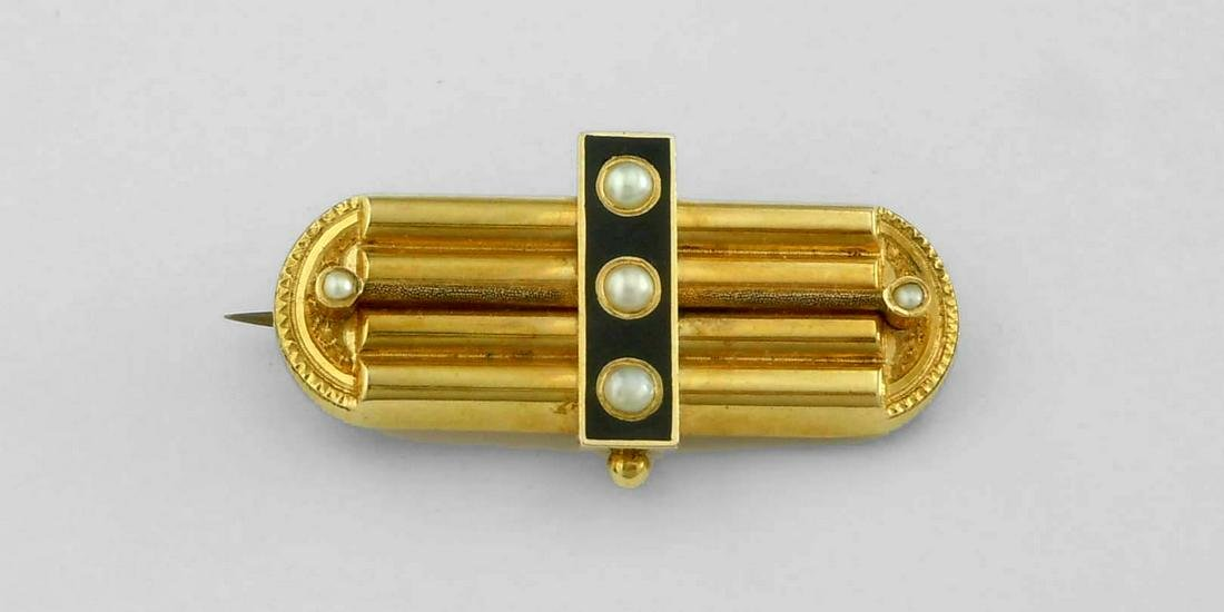 ENGRAVED 14KT GOLD VICTORIAN SEED PEAL ONYX BAR BROOCH
