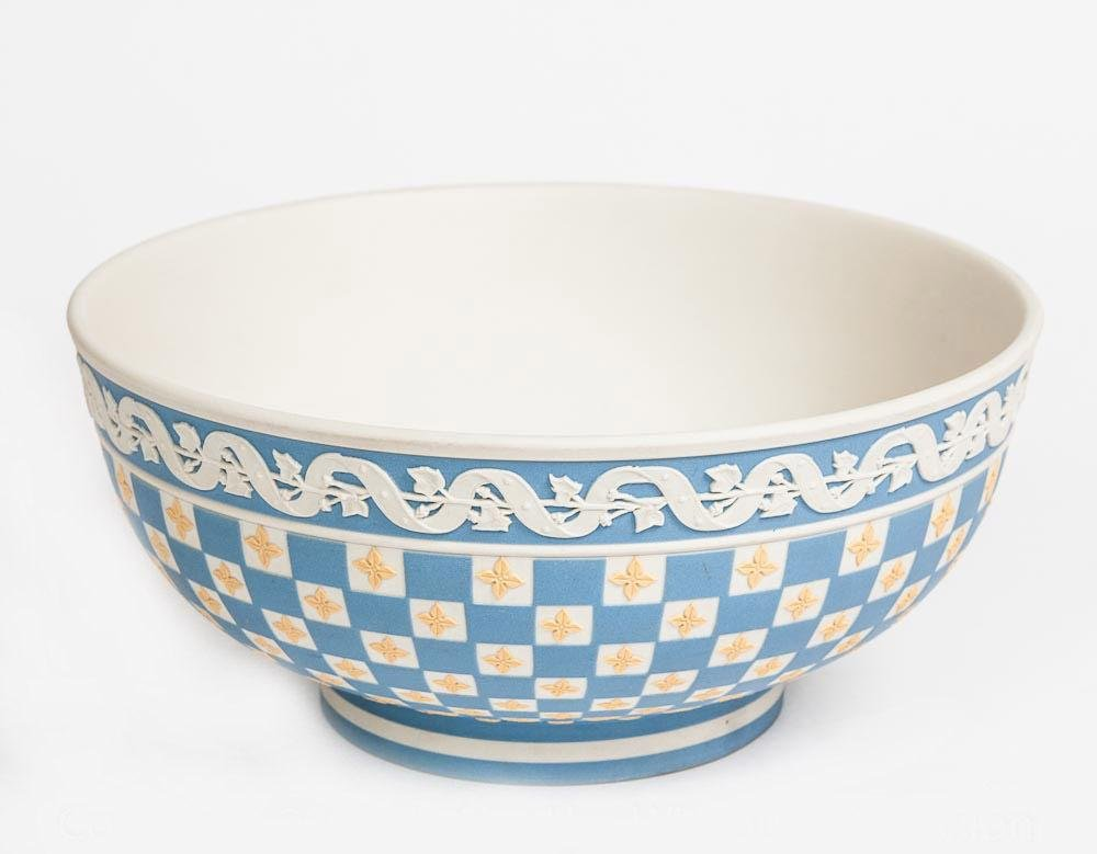 WEDGWOOD DICEWARE FOOTED BOWL MUSEUM COLLECTION w COA