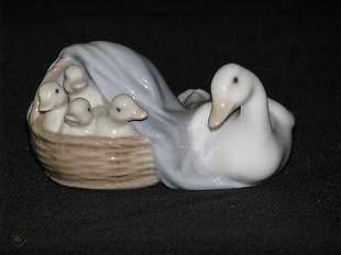 LLADRO 4895 MOTHER GOOSE w/ BABY GOSSLINGS In A BASKET