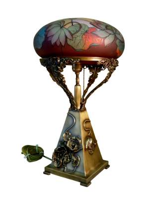 PAIRPOINT VIENNA TABLE LAMP REVERSE PAINTED WATER LILIE