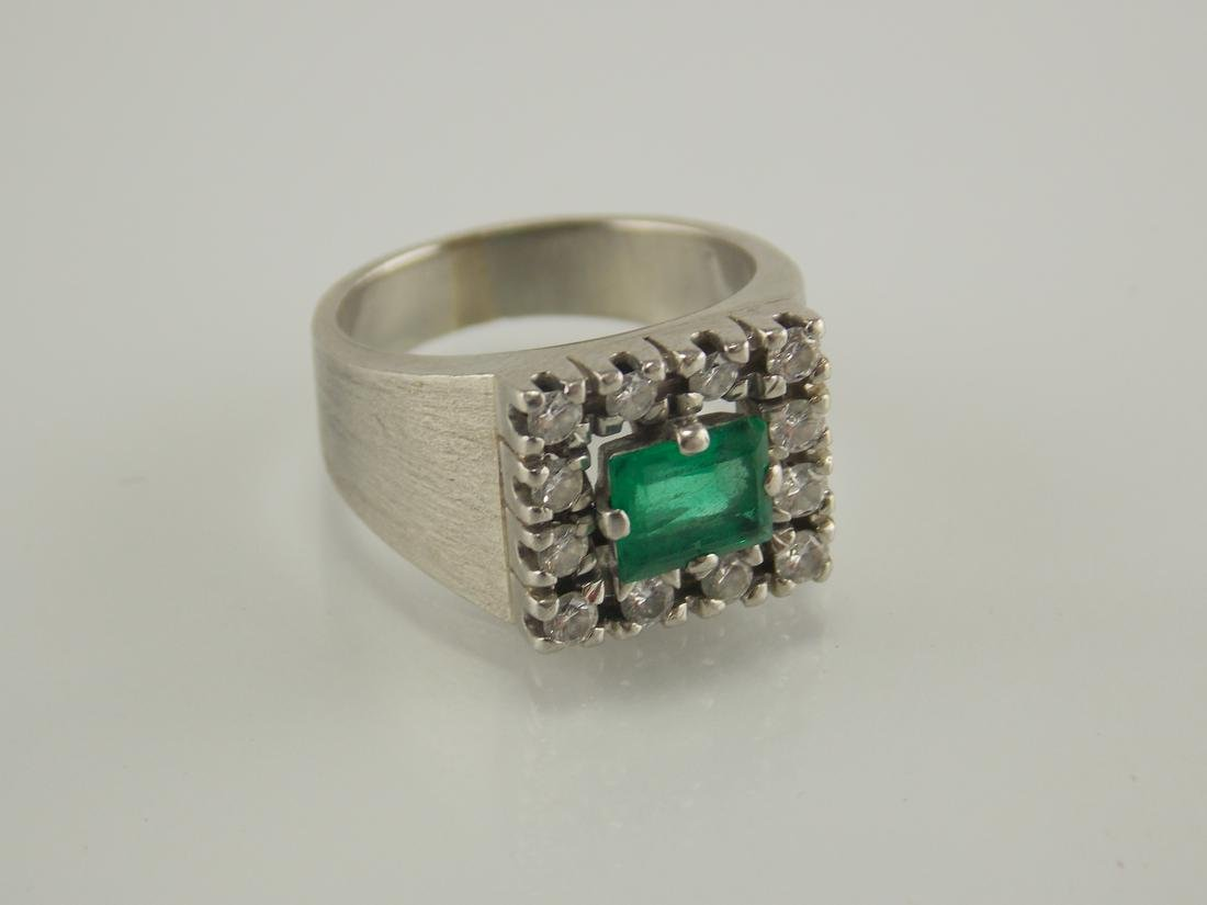 18 K gold ring with emerald & smal diamonds