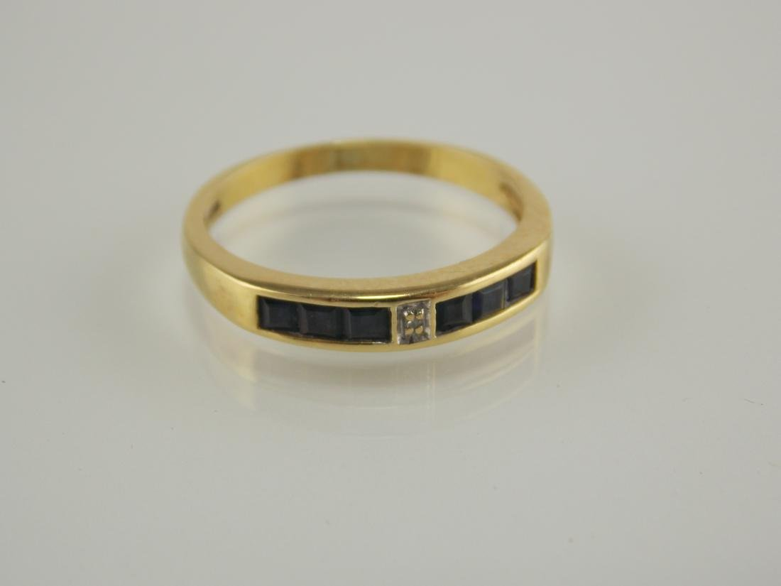 18 K gold ring with sapphires and diamond.