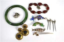 A small collection of antique and vintage jewellery