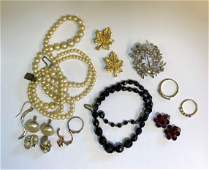A small collection of vintage and later jewellery