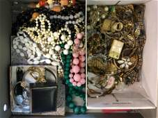 A collection of vintage and later jewellery