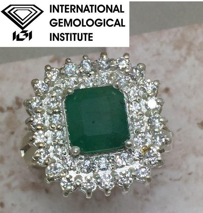 18K White Gold 2.46ct Emerald Cert (IGI)Ring VS Diamond