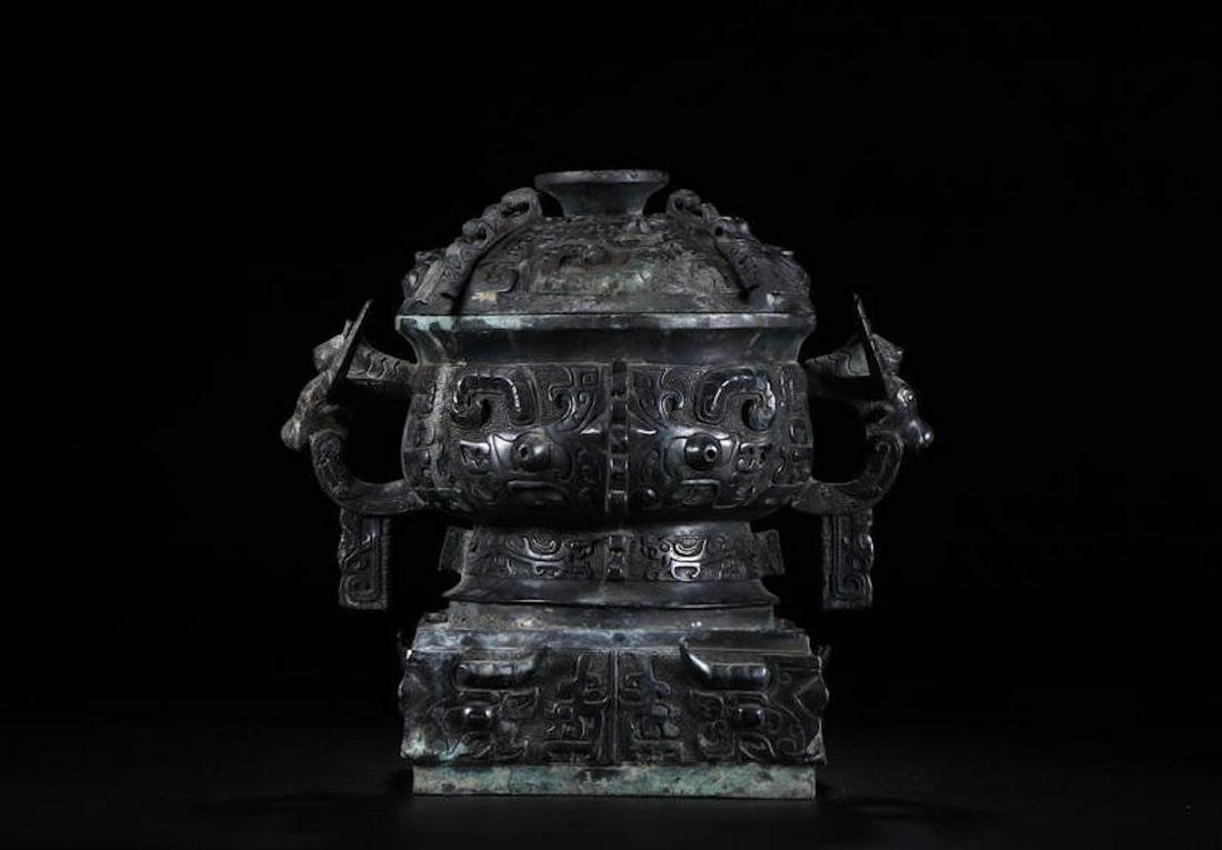A CHINESE ARCHAIC BRONZE RITUAL VESSEL, QING DYNASTY