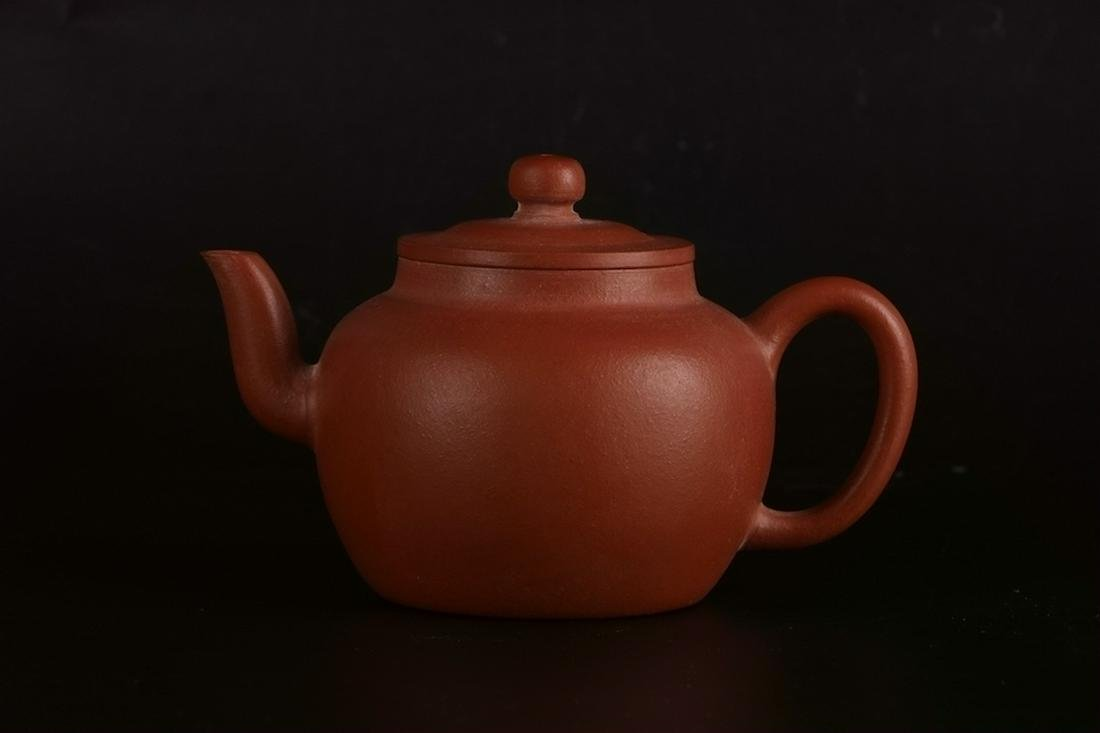 A CHINESE YIXING CLAY TEAPOT, ATTRIBUTED TO CHEN
