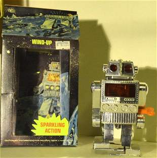 WIND UP SPACE ROBOT WITH SPARKLING ACTION