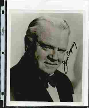 JIM CAGNEY SIGNED 8 X 10 PHOTOGRAPH. HERE IS AN 8 X 10