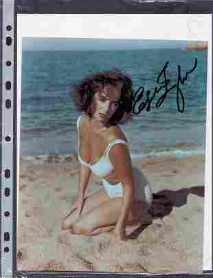 ELIZABETH TAYLOR - 8 X 10 SIGNED PHOTOGRAPH W/COA