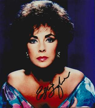ELIZABETH TAYLOR SIGNED 8 X 10 PHOTOGRAPH. THE