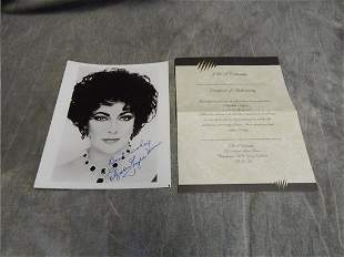 ELIZABETH TAYLOR SIGNED 8 X 10 PHOTOGRAPH. COMES WITH A