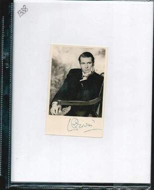 LAURENCE OLIVIER SIGNED 3.5 X 5.5 PHOTOGRAPH. HERE IS