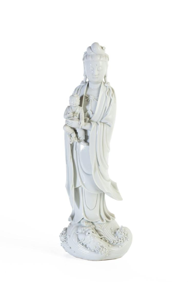 Gruppo di tre sculture in Blanc de Chine una figura