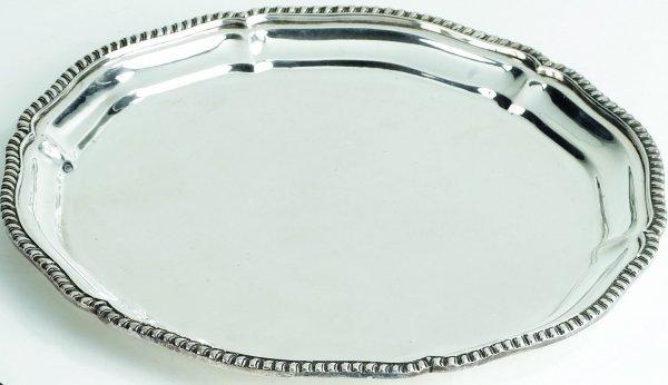 10: Piccolo vassoio di forma tonda in argentobordo inc