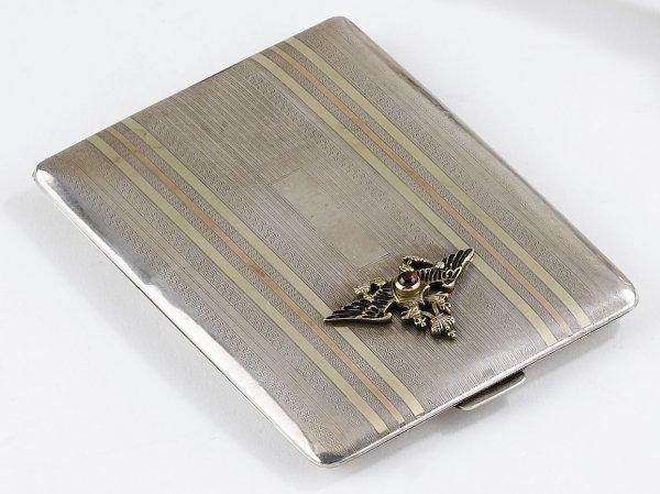 15: Tabacchiera russa in argento con applicazioni in o