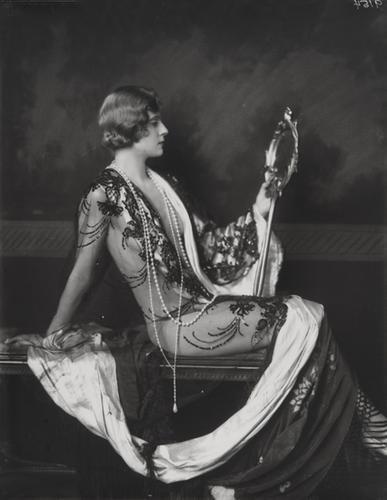 7: Alfred Cheney Johnston (1884-1971) Untitled (Lady