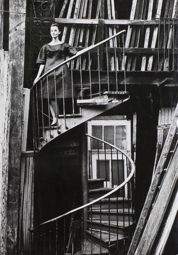 305: Jean-Loup Sieff (1933 - 2000) Untitled (Femme sur