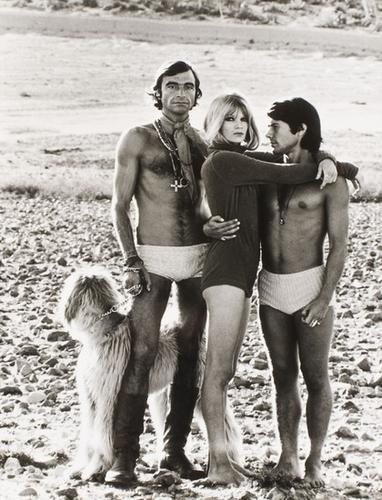 320: Helmut Newton (1920 - 2004) Beachcombing: she, Ale