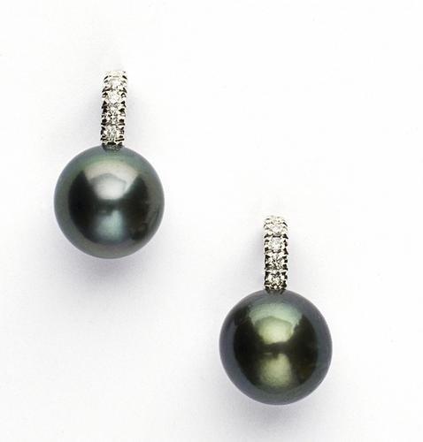 11: Orecchini pendenti in oro bianco 18 kt con perle T
